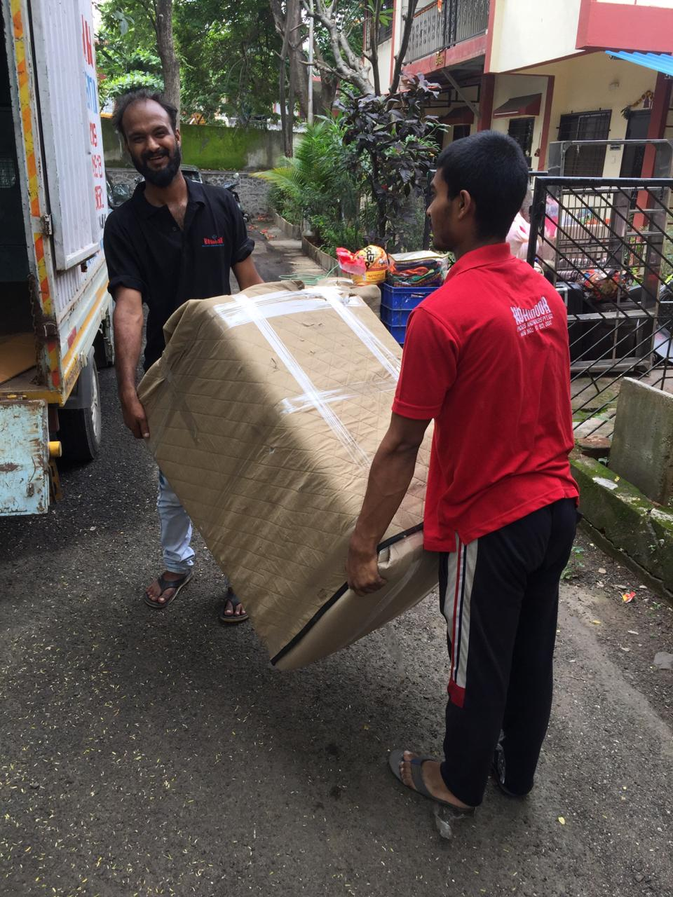 House Hold Goods Packing With Foam Sheet In Local Shifting
